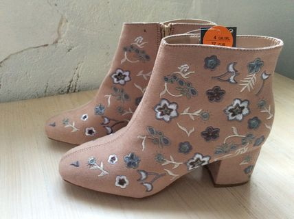 Flower Patterns Round Toe Casual Style Faux Fur Chunky Heels