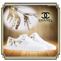 CHANEL Round Toe Unisex Leather Elegant Style Low-Top Sneakers