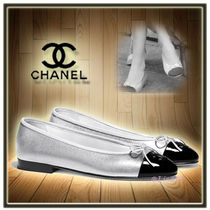 CHANEL Round Toe Bi-color Leather Elegant Style Ballet Shoes