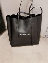 BALENCIAGA EVERYDAY TOTE Unisex 2WAY Plain Leather Party Style Totes