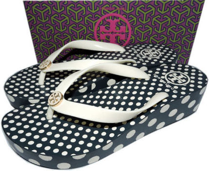 763b0bc01ac6 ... Sandals 5 Tory Burch Platform   Wedge Dots Casual Style Flip Flops  Platform   Wedge ...