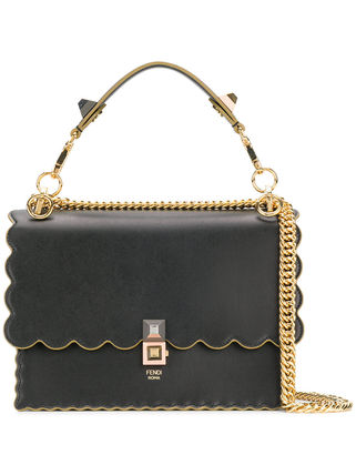 Kan I Scalloped Edge Shoulder Bag / Black