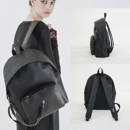 Unisex Street Style A4 Plain Leather Backpacks