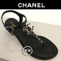 CHANEL 18SS CHANEL QUILTED LEATHER CHAIN CC LOGO THONG SANDALS