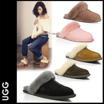 UGG Australia SCUFFETTE Plain Toe Casual Style Sheepskin Plain Slippers