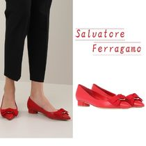 Salvatore Ferragamo Round Toe Leather Elegant Style Pumps & Mules