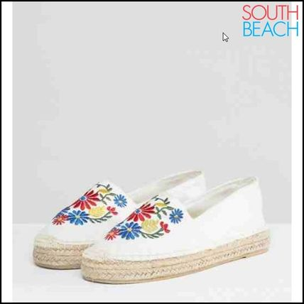 Flower Patterns Round Toe Casual Style Slip-On Shoes