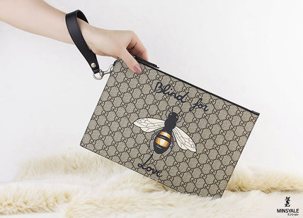 706bb3977ce8 GUCCI Clutches Bee print GG Supreme pouch[London department store new item]  10 ...