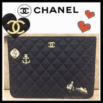 CHANEL MATELASSE Casual Style Unisex Bag in Bag Plain Clutches