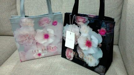 Flower Patterns Casual Style Bag in Bag PVC Clothing Totes