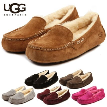 UGG Australia Slip-On Moccasin Round Toe Casual Style Sheepskin Plain