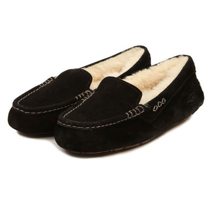 UGG Australia Slip-On Moccasin Round Toe Casual Style Sheepskin Plain 9