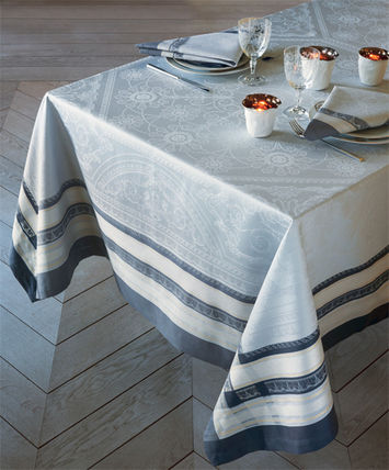 Tablecloths & Table Runners