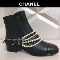 CHANEL 18AW CHANEL CALFSKIN SHORT BOOTS PEARL & CHAIN