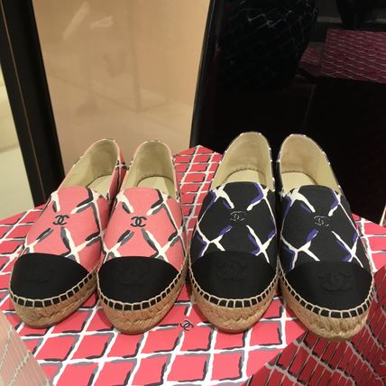 Plain Toe Rubber Sole Bi-color Flats