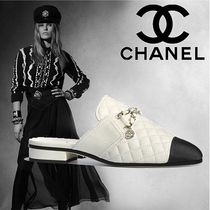 CHANEL Plain Toe Bi-color Chain Plain Leather Elegant Style Sandals