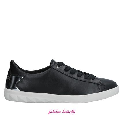 Star Plain Leather Low-Top Sneakers