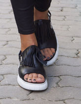 Aakasha Open Toe Rubber Sole Plain Leather Handmade Fringes