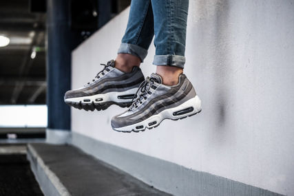 new arrival c8102 55f19 ... Nike Low-Top WMNS AIR MAX 95 LX AA1103-003 ...
