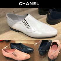 CHANEL Plain Leather Block Heels Elegant Style Loafer Pumps & Mules
