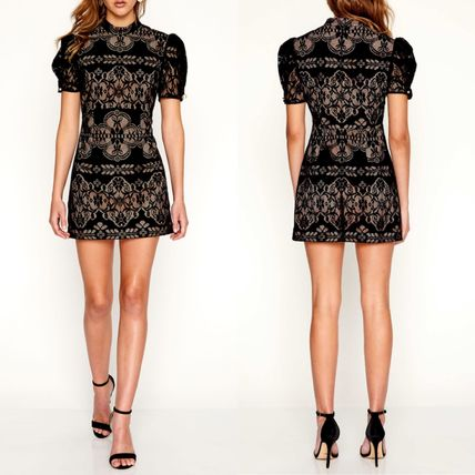 Short Tight Puffed Sleeves Party Style High-Neck Lace