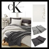 Calvin Klein Black & White Throws