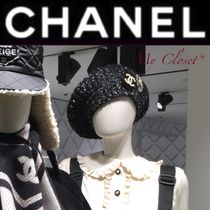 CHANEL Street Style Beret & Huting