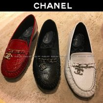 CHANEL Round Toe Chain Plain Leather Block Heels Elegant Style