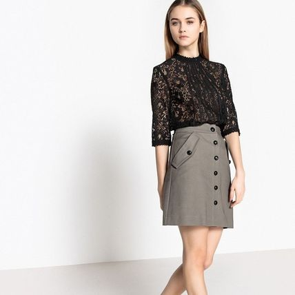 Short Cropped High-Neck Lace Cropped