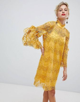 Short Flower Patterns Flared High-Neck Lace Puff Sleeves