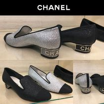 CHANEL Round Toe Blended Fabrics Bi-color Plain Block Heels