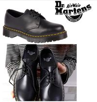 Dr Martens Unisex Leather Low-Top Sneakers