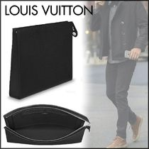 Louis Vuitton TAIGA Street Style Bag in Bag Plain Leather Clutches