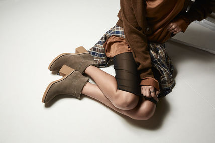 UGG Australia Ankle & Booties Round Toe Casual Style Suede Street Style Plain Block Heels 3