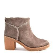 UGG Australia Ankle & Booties Round Toe Casual Style Suede Street Style Plain Block Heels 7