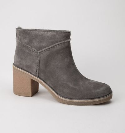 UGG Australia Ankle & Booties Round Toe Casual Style Suede Street Style Plain Block Heels 12