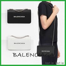 BALENCIAGA EVERYDAY TOTE Casual Style Chain Plain Leather Shoulder Bags