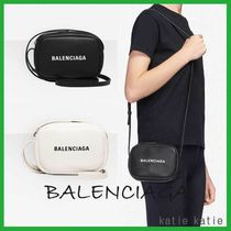 BALENCIAGA EVERYDAY TOTE Casual Style Street Style 2WAY Chain Plain Leather