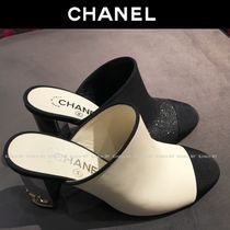 CHANEL Round Toe Blended Fabrics Bi-color Plain Leather Block Heels
