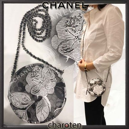 Flower Patterns Lambskin Bi-color Chain Elegant Style