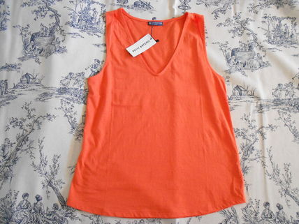 Sleeveless V-Neck Plain Cotton Medium Tanks & Camisoles