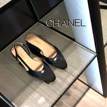 CHANEL Plain Toe Blended Fabrics Bi-color Leather Block Heels