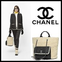 CHANEL Casual Style Nylon Blended Fabrics A4 2WAY Chain Plain Totes