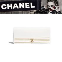 CHANEL Plain Clutches