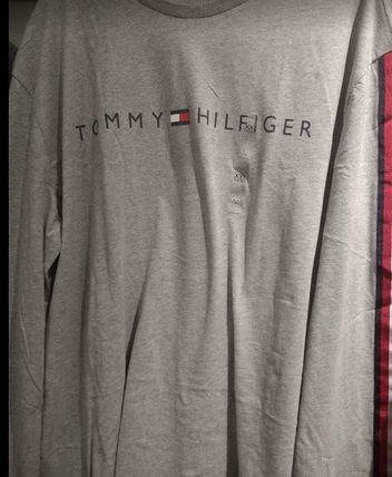 Tommy Hilfiger Long Sleeve Crew Neck Long Sleeves Logos on the Sleeves 5