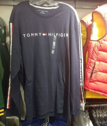Tommy Hilfiger Long Sleeve Crew Neck Long Sleeves Logos on the Sleeves 7