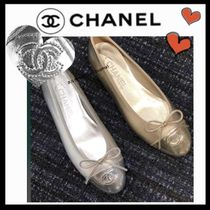 CHANEL ICON Plain Leather Elegant Style Flats