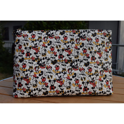 Casual Style Collaboration Bag in Bag Clutches