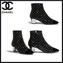 CHANEL Plain Toe Block Heels With Jewels Elegant Style