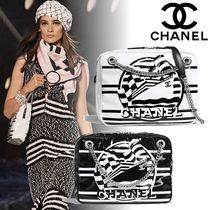 CHANEL Casual Style Bi-color Chain Shoulder Bags